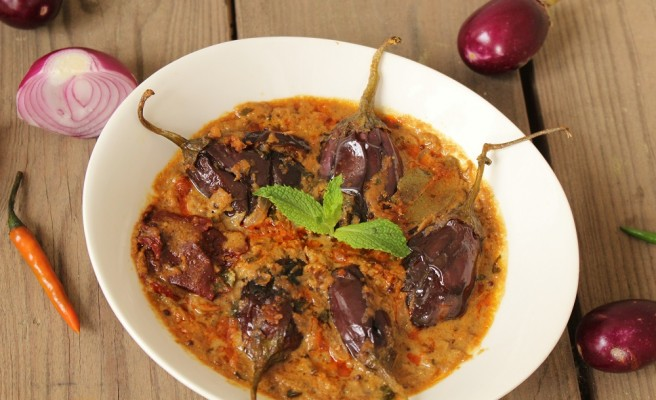 Hyderabadi Baingan Ka Salan (Baby Eggplant simmered in Rich Spicy Gravy- Indian Style)