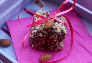 Go Paleo to Satiate Sweet Cravings: Date-Almonds Sugar-Free Rolls