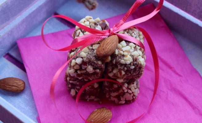 Go Paleo to Satiate Sweet Cravings: Date-Almonds Sugar-Free Rolls