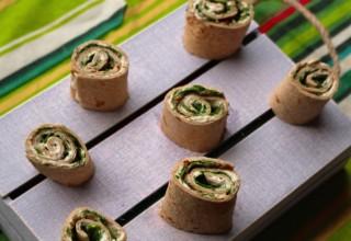 Quick Potluck Appetizer: Tortilla pinwheels (Spinach and cheese-Pesto Mini Bites)