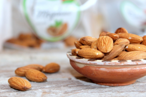 Health benefits of almonds for hair and skin
